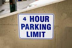 Límite de cuatro horas del estacionamiento Imagen de archivo libre de regalías