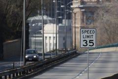 Límite de velocidad 35 Imagenes de archivo