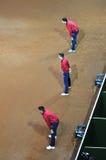 Línea árbitro en la acción durante un partido del tenis Fotografía de archivo