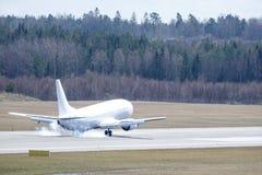 Línea aérea eslovaca de la carta de Go2Sky, Boeing 737 - aterrizaje 49R fotos de archivo