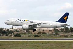 Línea aérea italiana A320 Fotos de archivo