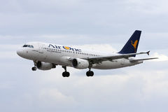 Línea aérea italiana A320 Imágenes de archivo libres de regalías