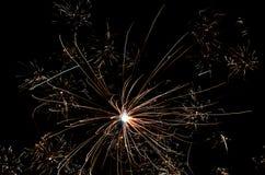 Línea abstracta del fondo de luz de los fuegos artificiales en el cielo Foto de archivo libre de regalías