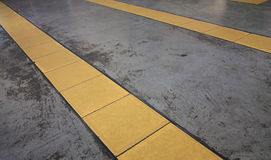 Línea amarilla Imágenes de archivo libres de regalías