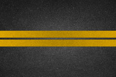 Línea amarilla en el camino imagen de archivo libre de regalías