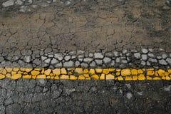 Línea amarilla marca de camino Imagen de archivo libre de regalías