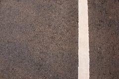 Línea blanca en la textura del camino Foto de archivo libre de regalías
