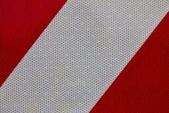 Línea blanca en un fondo rojo brillante foto de archivo libre de regalías