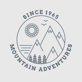 Línea cartel de la montaña del vector del paisaje libre illustration