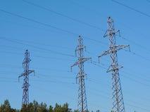 Línea de alto voltaje del palo Fotografía de archivo libre de regalías