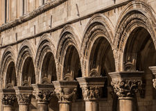 Línea de arcos en Dubrovnik, Croacia fotografía de archivo