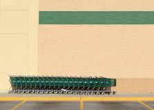 Línea de carros de compras verdes Imágenes de archivo libres de regalías