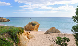 Línea de costa de Albufeira Imágenes de archivo libres de regalías