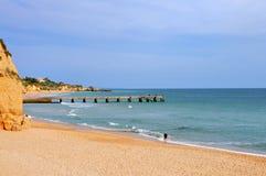 Línea de costa de Albufeira Imagen de archivo