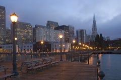 Línea de costa de San Francisco en la noche Imagen de archivo libre de regalías