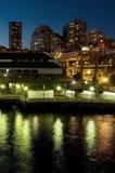 Línea de costa de Seattle en la noche Fotografía de archivo libre de regalías