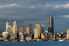 Línea de costa de Seattle en la puesta del sol Fotografía de archivo