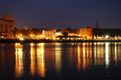 Línea de costa en la noche imágenes de archivo libres de regalías