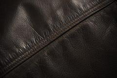 Línea de costura en la chaqueta de cuero, detalle Imagen de archivo libre de regalías