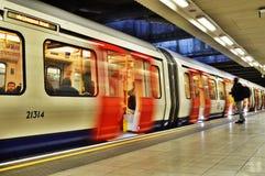 Línea de distrito tren del tubo Fotografía de archivo