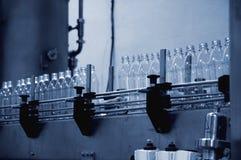 Línea de embotellamiento del agua Fotografía de archivo libre de regalías