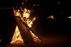 Línea de fuego en fondo negro Imagenes de archivo