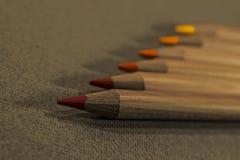 Línea de lápices de madera del color Fotografía de archivo