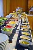 Línea de la comida fría de almuerzo y de cena Comida del autoservicio de la comida fría Fotos de archivo