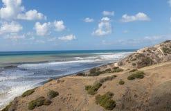 Línea de la costa de Chipre cerca de Kouklia Imagen de archivo