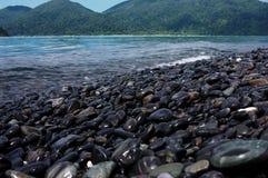 Línea de la costa de mar en día agradable Foto de archivo libre de regalías