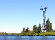 Línea de la costa del río con la hierba fresca verde Imagen de archivo libre de regalías