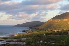 Línea de la costa en el océano Foto de archivo libre de regalías