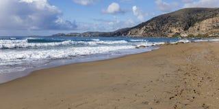 Línea de la costa en Paleochora crete imagenes de archivo