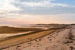 Línea de la costa de la puesta del sol fotografía de archivo