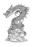 Línea de la estatua del dragón del estilo chino. Fotos de archivo