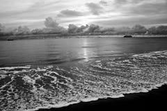 Línea de la playa blanco y negro Foto de archivo