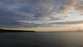 Línea de la playa de Camotes en la salida del sol almacen de video