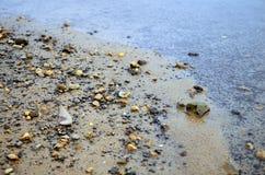 Línea de la playa de la grava Fotografía de archivo libre de regalías