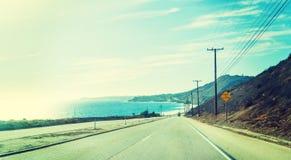 Línea de la playa de Malibu en un día claro fotos de archivo libres de regalías
