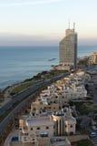 Línea de la playa de Natanya en puesta del sol Imágenes de archivo libres de regalías