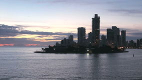 Línea de la playa de Playa de Boca Grande en Cartagena - Colombia almacen de video