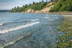 Línea de la playa del agua salada Imágenes de archivo libres de regalías
