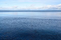 Línea de la playa de la playa del mar Báltico con las rocas y las dunas de arena Imagen de archivo