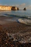 Línea de la playa en la oscuridad Imagenes de archivo