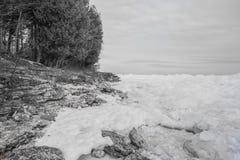 Línea de la playa helada del lago Michigan Fotografía de archivo libre de regalías