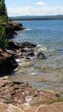 Línea de la playa a lo largo de la isla de Presque, MI fotografía de archivo libre de regalías