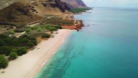 Línea de la playa de Makua en la isla de Oahu en el abejón de Hawaii metrajes