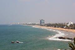 Línea de la playa nebulosa de colombo Fotografía de archivo libre de regalías