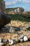 Línea de la playa rocosa Foto de archivo