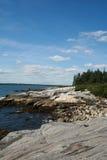 Línea de la playa rocosa de Maine Imagenes de archivo